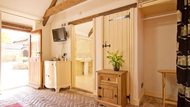 The Place To Stay, Frome, Somerset hotel family Accommodation ~ Room 5 (Oak Tree) En-Suite Superior Deluxe Family, Sleeps 2