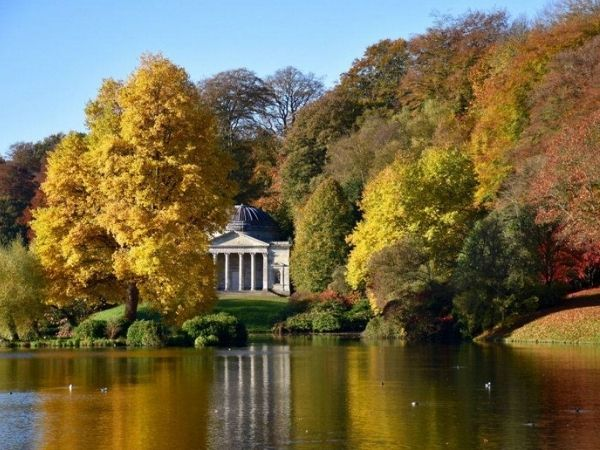 National Trust Stourhead Gardens - Great Autumn Spectacle